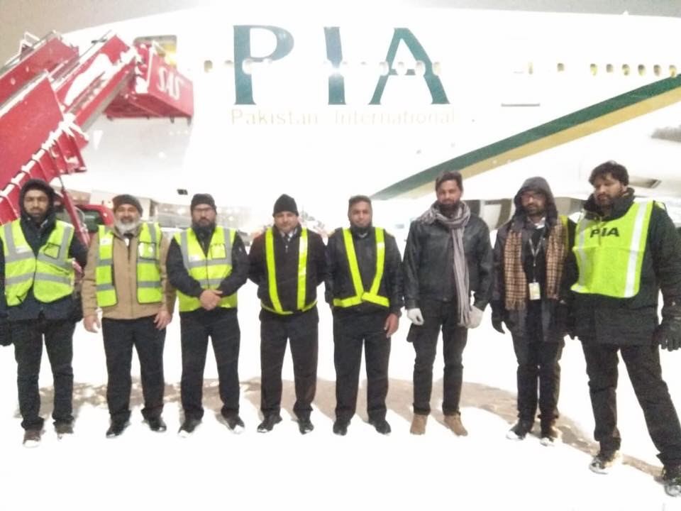 PIA engineers in front of Boeing 777 AP-BHX at Oslo Gardermoen Airport.