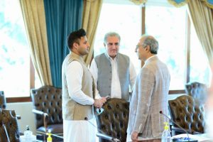 Special Assistant to the PM for Overseas Pakistanis & HRD Sayed Zulfiqar Bukhari talking to Foreign Minister Shah Mehmood Qureshi and Finance Minister.